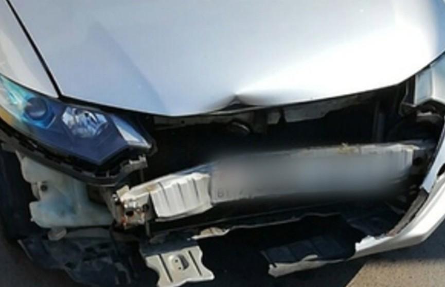 Дорожно-мебельное происшествие: легковой автомобиль врезался в стол