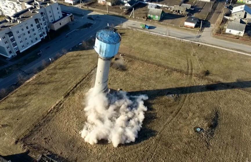 Контролируемый взрыв водонапорной башни в Ляховичах