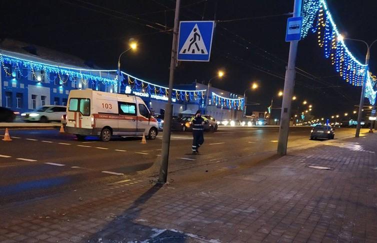 Легковушка сбила женщину-пешехода: она переходила дорогу на красный