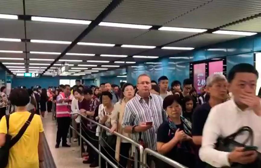 Крупный сбой парализовал работу метро Гонконга