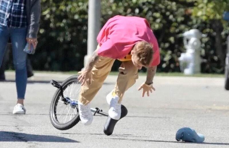 Джастин Бибер упал с моноцикла и стал героем мемов (ФОТО)
