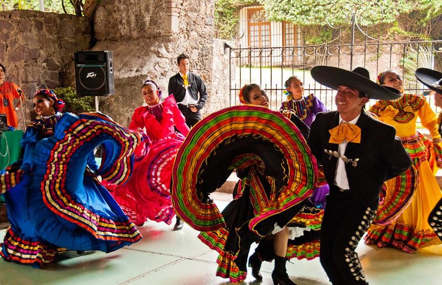 Зажигательный рекорд мексиканской Гвадалахары: одновременно танцевали около тысячи человек