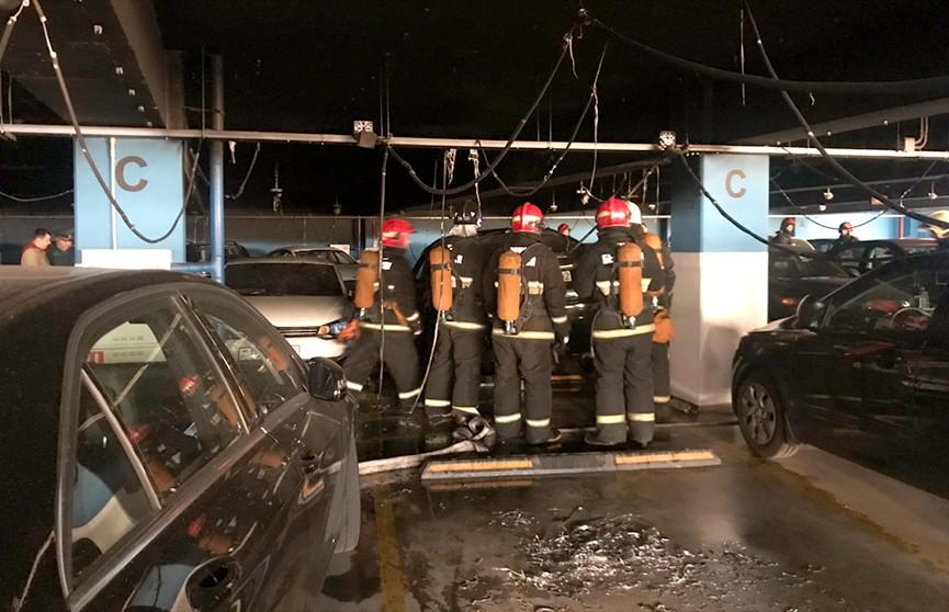 Пожар произошёл на парковке ТРЦ «Галерея»