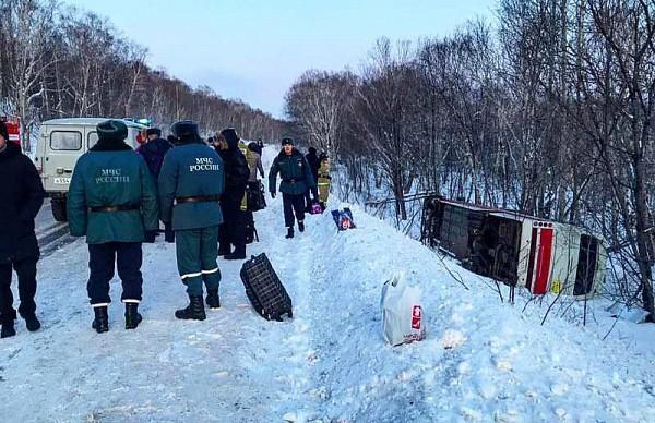 Автобус с пассажирами перевернулся на Камчатке