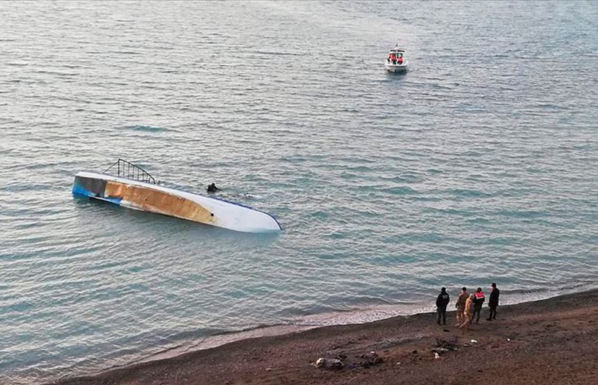 Лодка с нелегальными мигрантами перевернулась в Турции: погибли семь человек