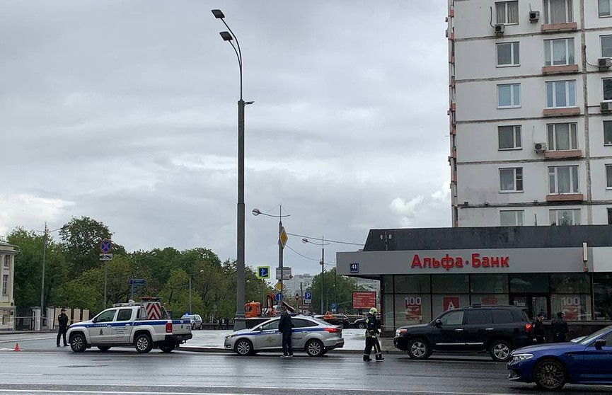 Неизвестный захватил заложников в офисе банка Москвы