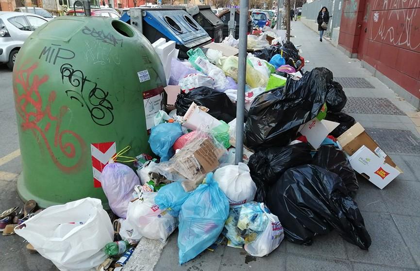 Мусорный кризис в Риме: в городе после праздников скопилось слишком много отходов