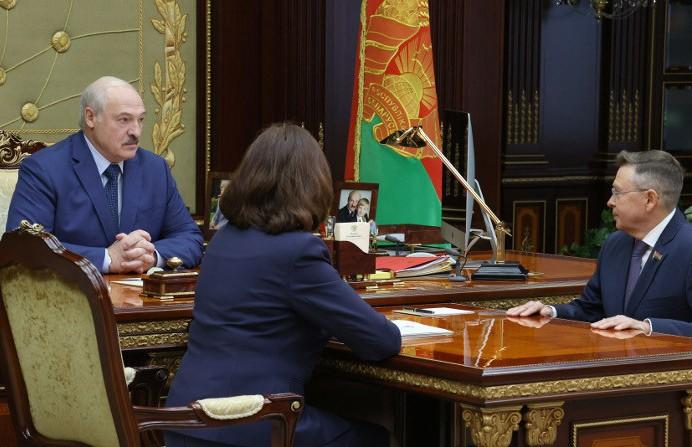 «Нутром чую, что есть нефть»: Лукашенко уверен, что добычу нефти в Беларуси можно увеличить