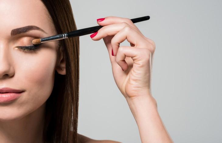 9 приемов макияжа, которые замаскируют недосып