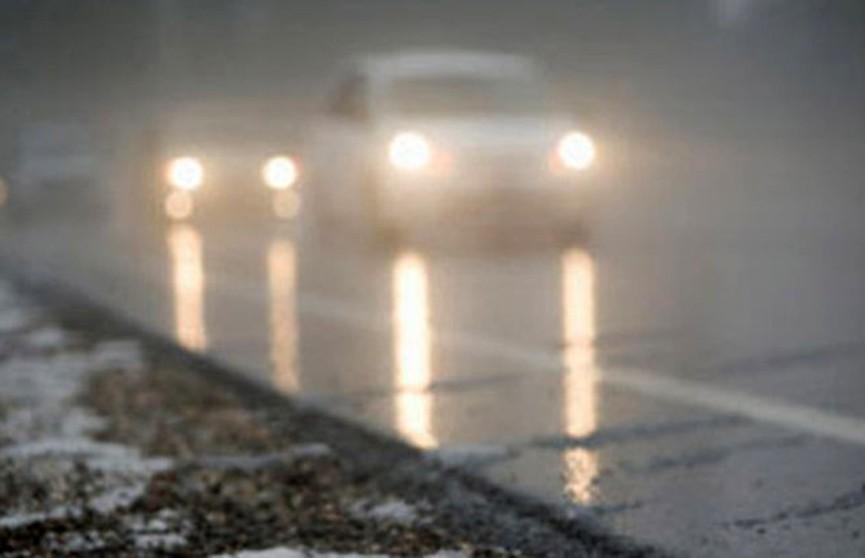 Туман и гололедица: водителей и пешеходов призывают быть осторожными