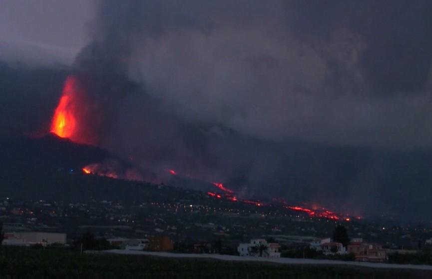В Испании эвакуировали шесть тысяч человек из-за извержения вулкана