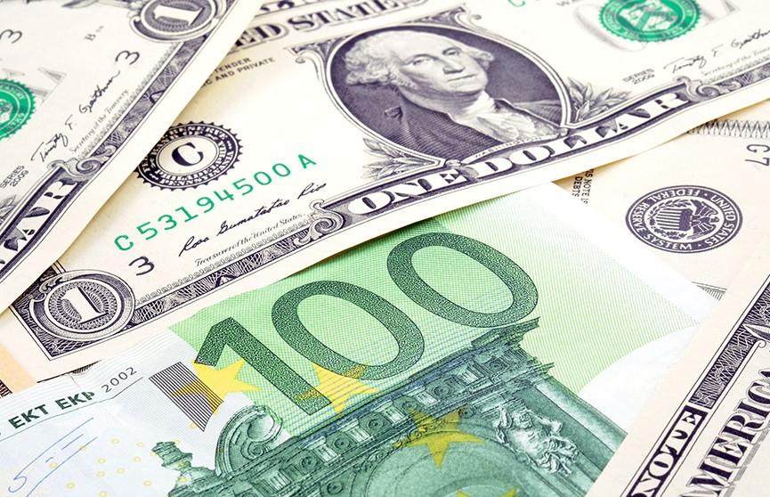 Доллар и евро подешевели на торгах 15 июля