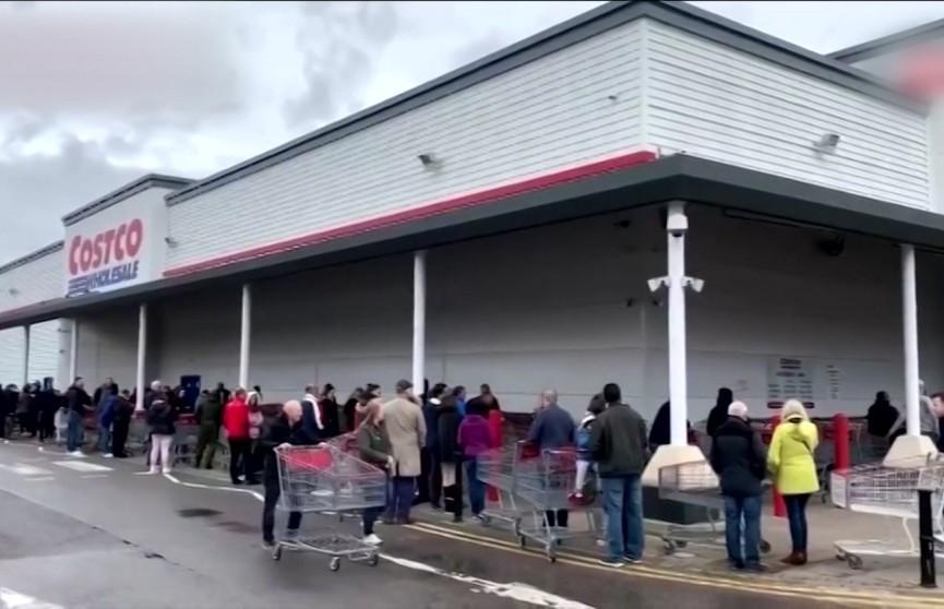 Британцы массово скупают продукты в преддверии выхода страны из ЕС