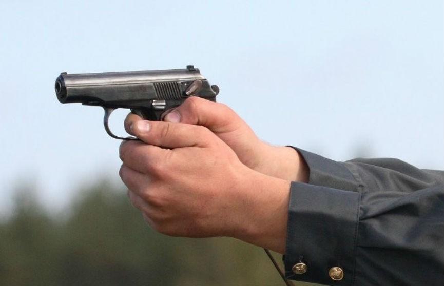 Как в боевике: работники ГАИ стреляли по фурам, которые пытались их сбить (ВИДЕО)