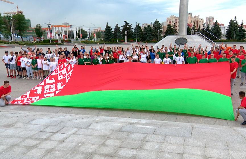 Государственный флаг – ориентир белорусов на земле и в небе