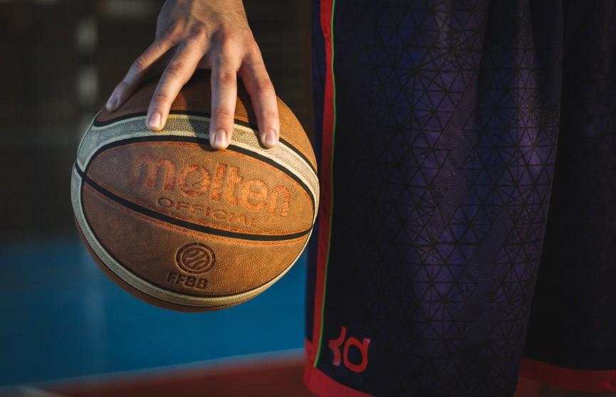 «Зенит» из Санкт-Петербурга обыграл «Барселону» в плей-офф баскетбольной Евролиги