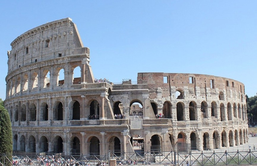 В Риме турист расписался на стене Колизея