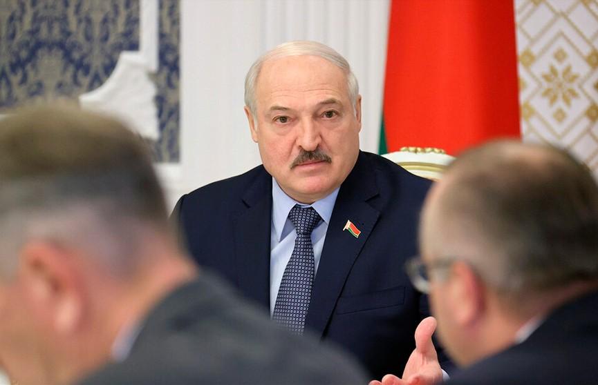 Лукашенко пригрозил чиновникам: Любое неисполнение – работать вы со мной не будете!
