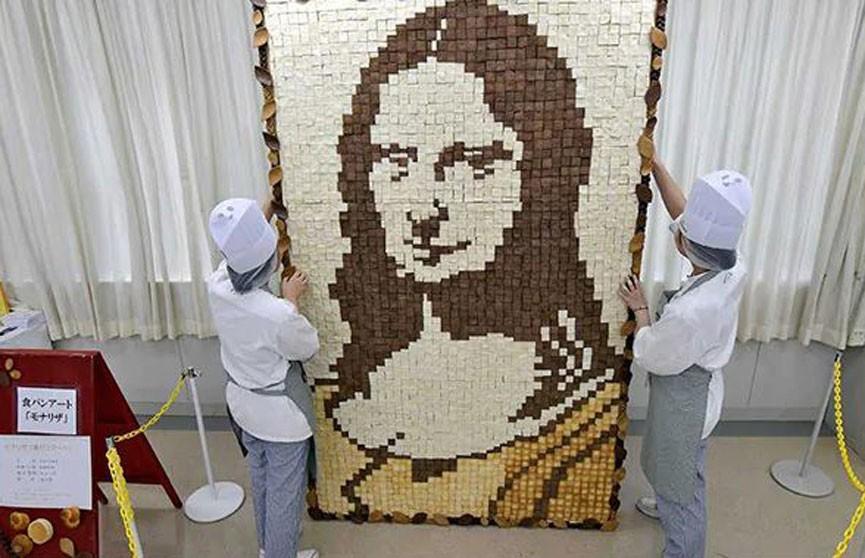 Портрет Моны Лизы выложили из кусочков разного хлеба в Японии