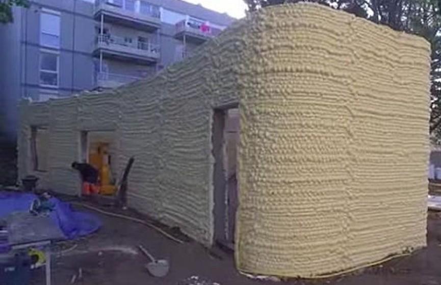 Дом из монтажной пены создали с помощью 3D-принтера во Франции