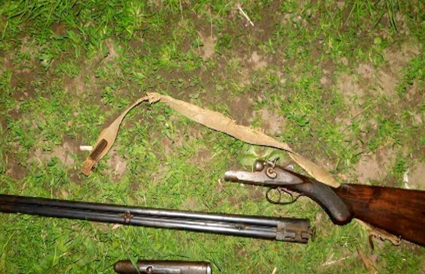 Мужчина захотел праздничный фейерверк, зарядил ружьё  и устроил стрельбу во дворе дома