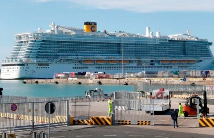 Лайнер с 6 тыс. пассажиров заблокировали в Италии из-за подозрения на коронавирус