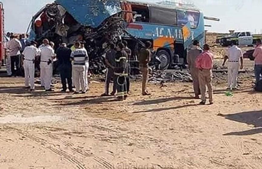 Пассажирский автобус попал в аварию в Египте: 10 человек погибли