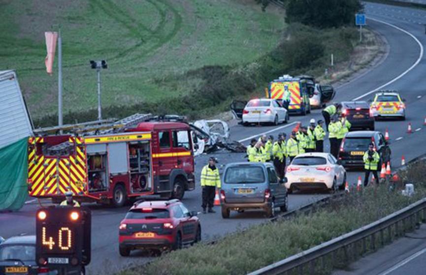 Авария с участием автобуса произошла на автомагистрали в Великобритании