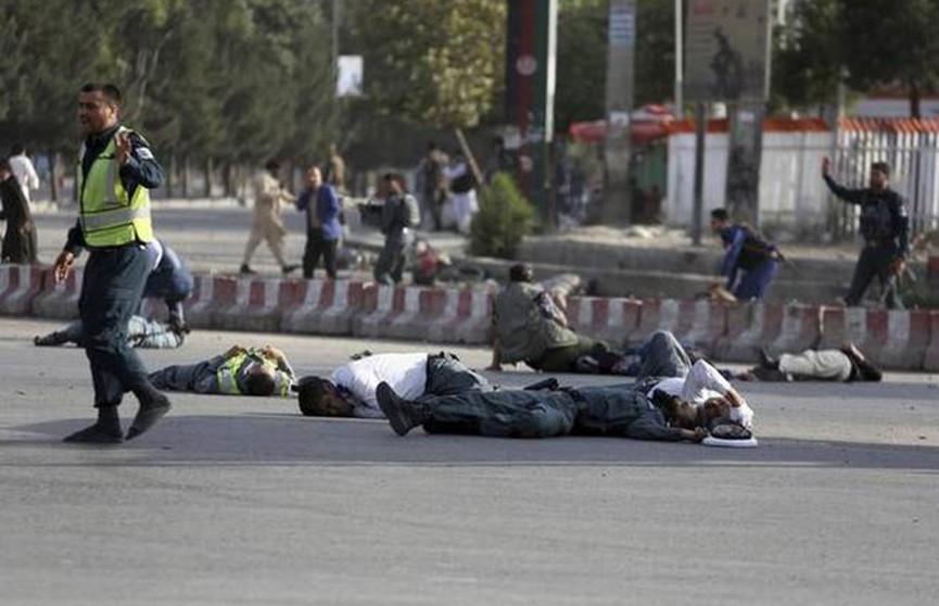 Число погибших в теракте в аэропорту Кабула достигло 16 человек