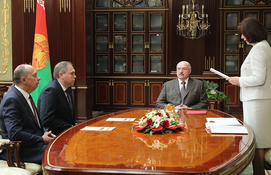 Лукашенко потребовал навести порядок в системе Минздрава и усилить дисциплину в МВД