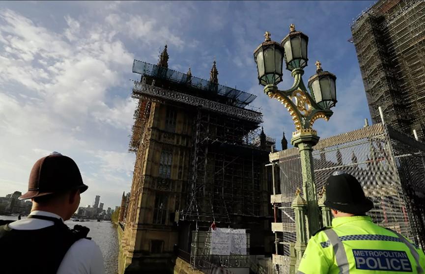 В Великобритании активист залез на Биг-Бен в знак протеста против новых антиковидных ограничений