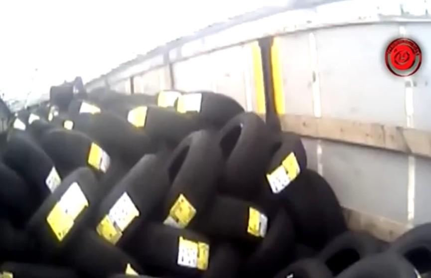 На границе во время осмотра грузовика обнаружен нелегальный пассажир. Он рассчитывал попасть в Италию