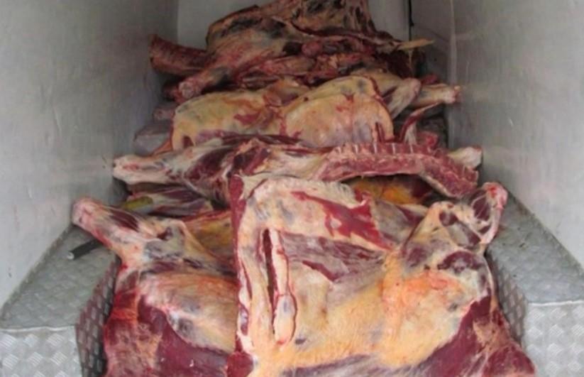 65-летнюю кладовщицу подозревают в махинациях с тушками говядины