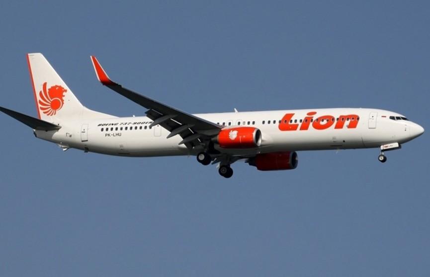 Индонезия продлила поиски на месте авиакатастрофы