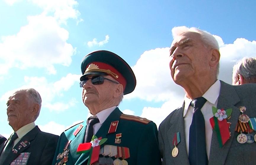 Военные парады, солдатская каша и «Вальс Победы»: как отметили День Независимости в регионах?