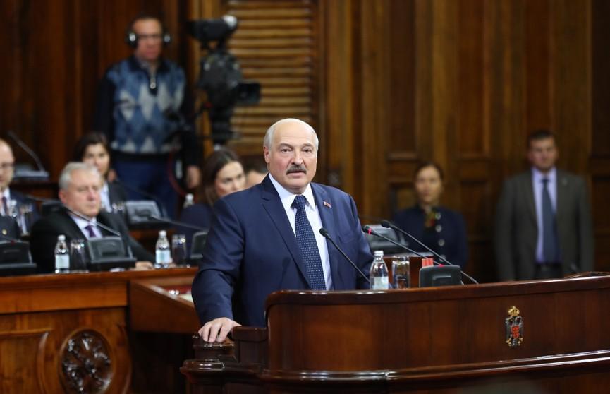 Лукашенко:  Сербия начинает вставать с колен, и мы готовы участвовать в этом, помогать насколько можем