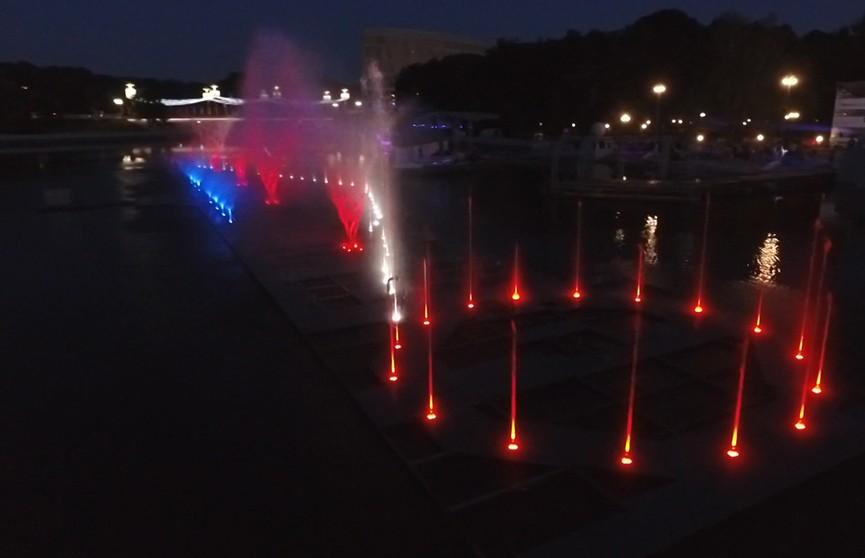 Светомузыкальный фонтан на Свислочи в Минске. Посмотрите, какой он (ВИДЕО)