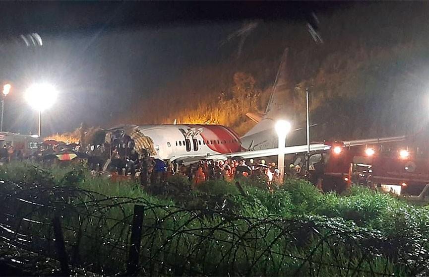 Число жертв крушения самолета в Индии достигло 20 человек