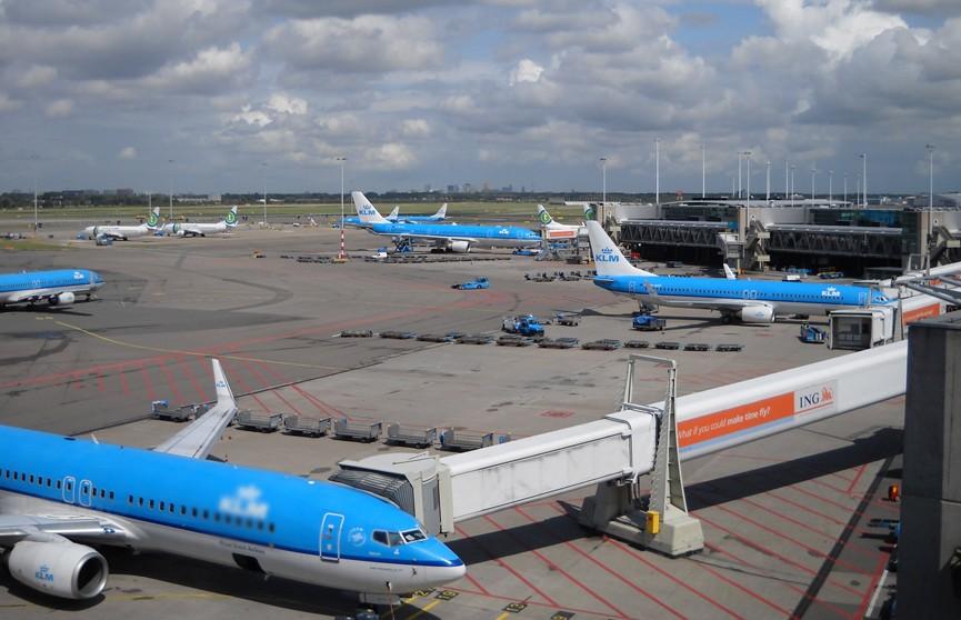 Десятки авиарейсов отменены из-за штормового ветра в аэропорту Амстердама