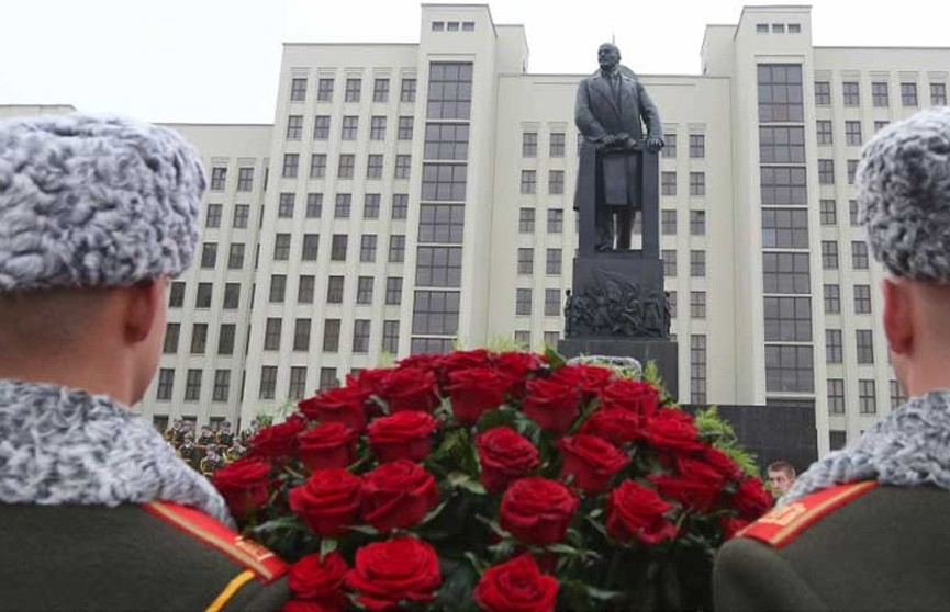 Лукашенко поздравил соотечественников с Днем Октябрьской революции