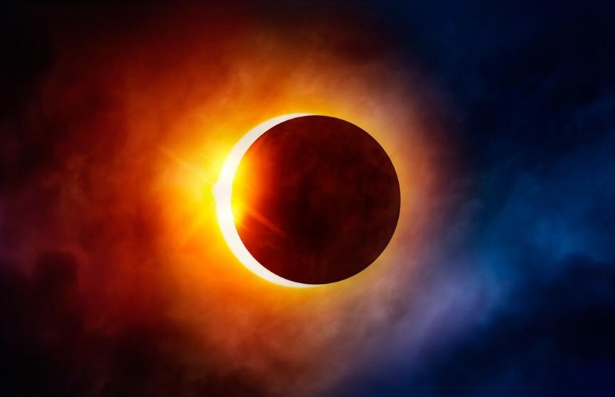 «Клубничная» Луна и коридор затмений: к чему готовиться, чего опасаться и что сделать, чтобы поймать энергию перемен?
