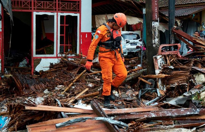 В Индонезии растёт число жертв мощного цунами