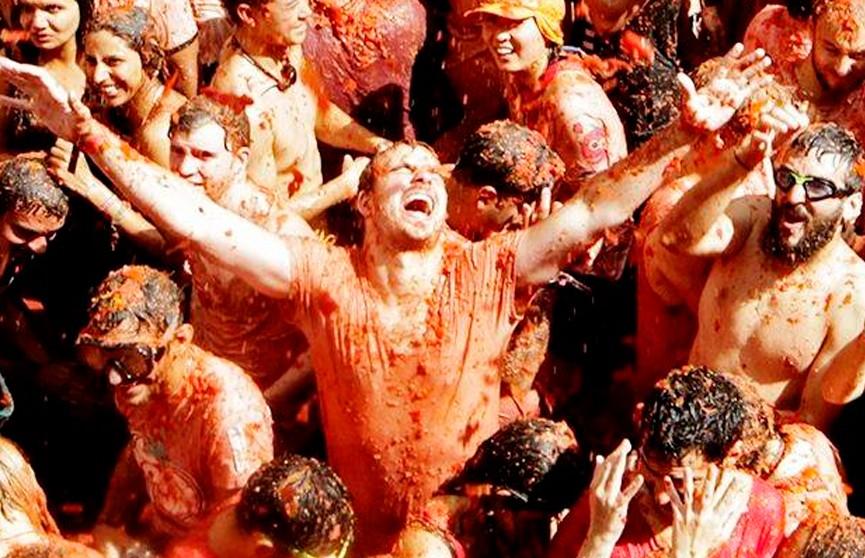 Красный день: в испанском городе Буньёль проходит «Томатина»