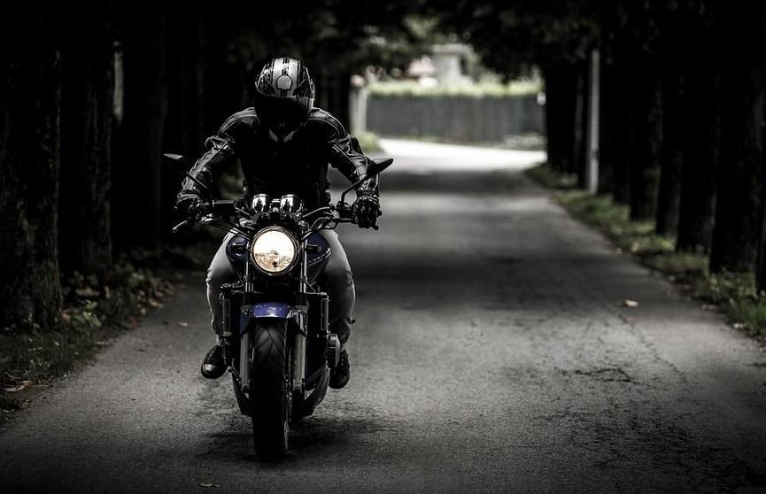 Двое друзей на мотоцикле наехали на своего односельчанина в Ивацевичском районе