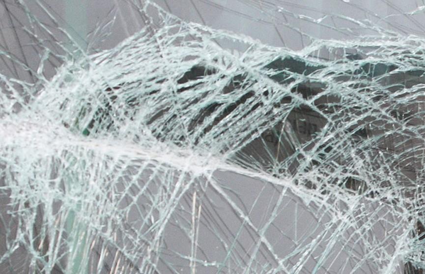 В Минске машина въехала в осветительную мачту, водитель погиб