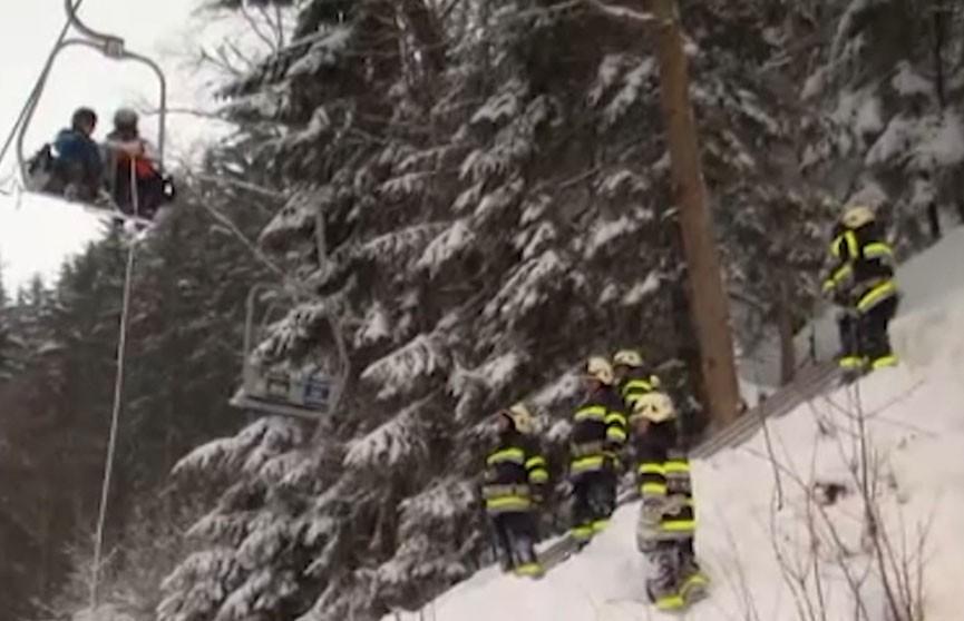 Неожиданная снежная буря застала врасплох посетителей горнолыжного курорта в Австрии