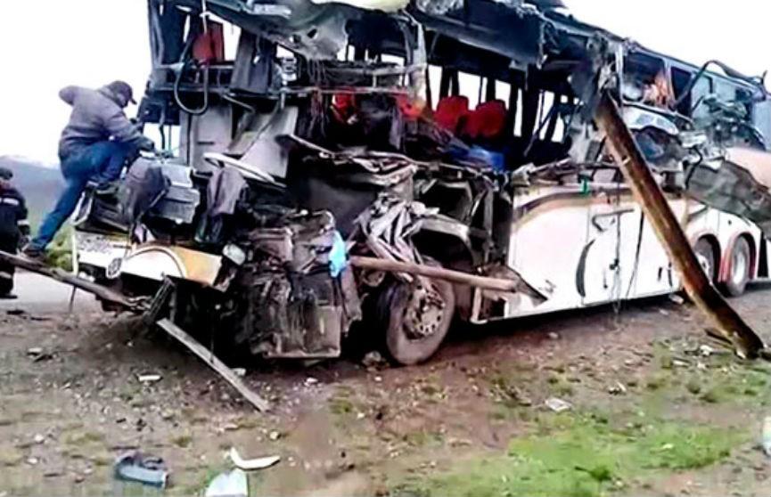 Два автобуса столкнулись в Боливии: более 20 человек погибли