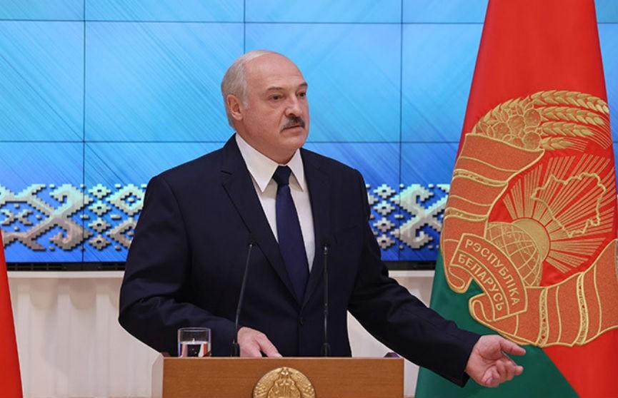 Лукашенко поручил провести перерегистрацию партий
