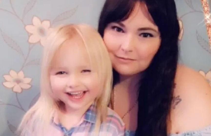 В Великобритании после шуточной драки с мамой 6-летняя девочка обратилась в полицию