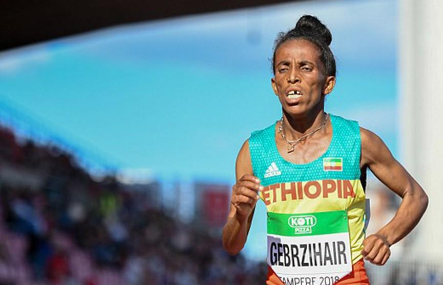 «Сколько ей лет?». Интернет-пользователи продолжают удивляться внешности эфиопской бегуньи